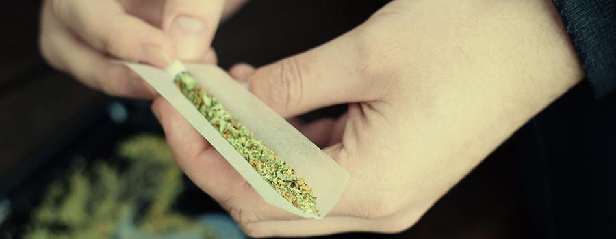 Rollende cannabisspliff